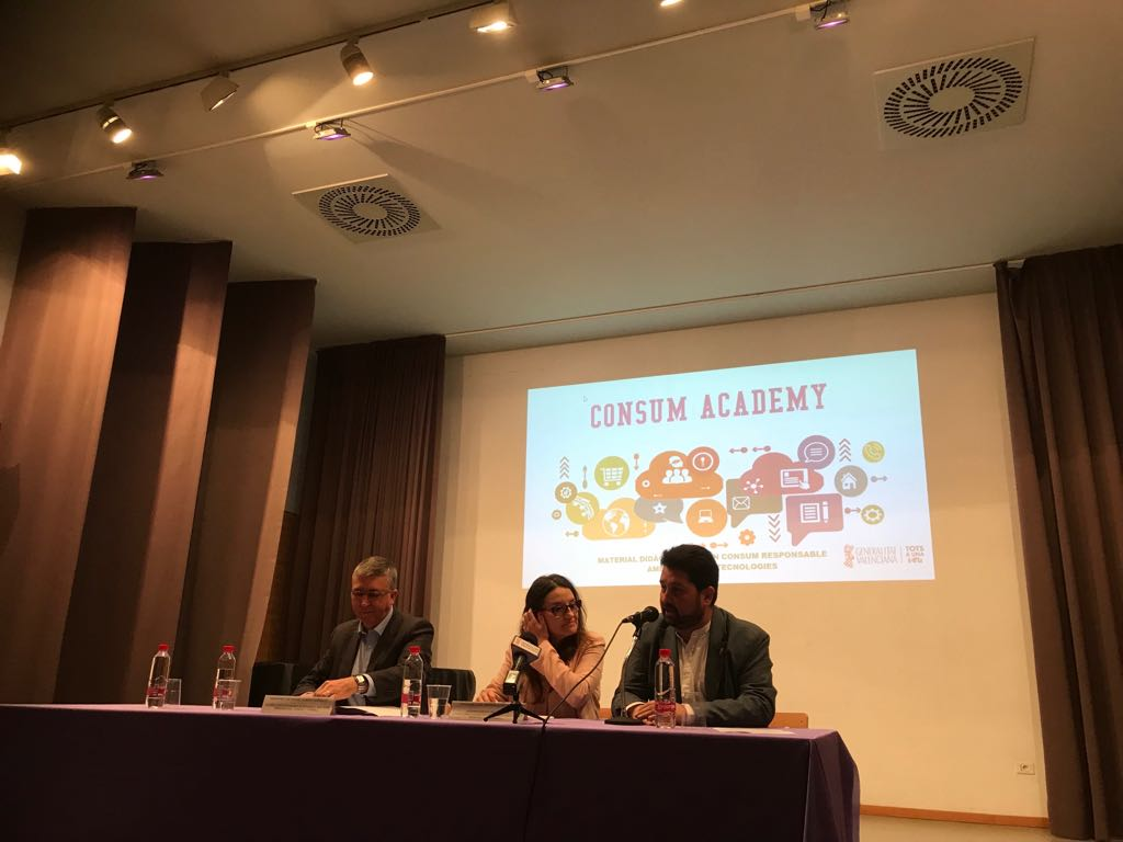 Autoritats presentant Consum Academy, Conseller, Vicepresidenta i Director General